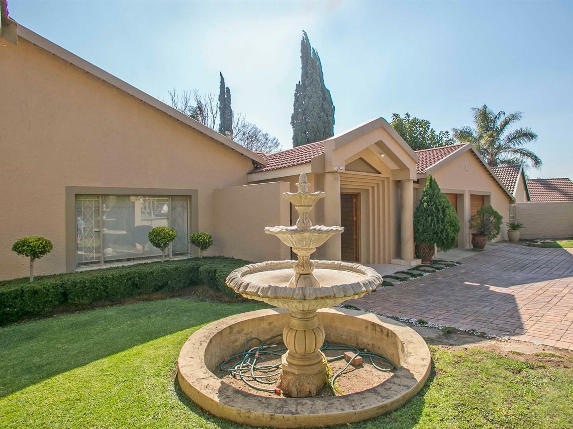 Fourways property for sale. Ref No: 13379177. Picture no 18