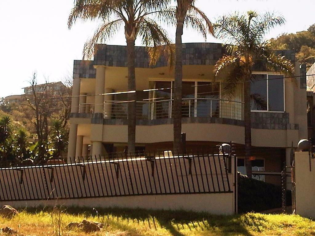 Glenvista property for sale. Ref No: 13500474. Picture no 4