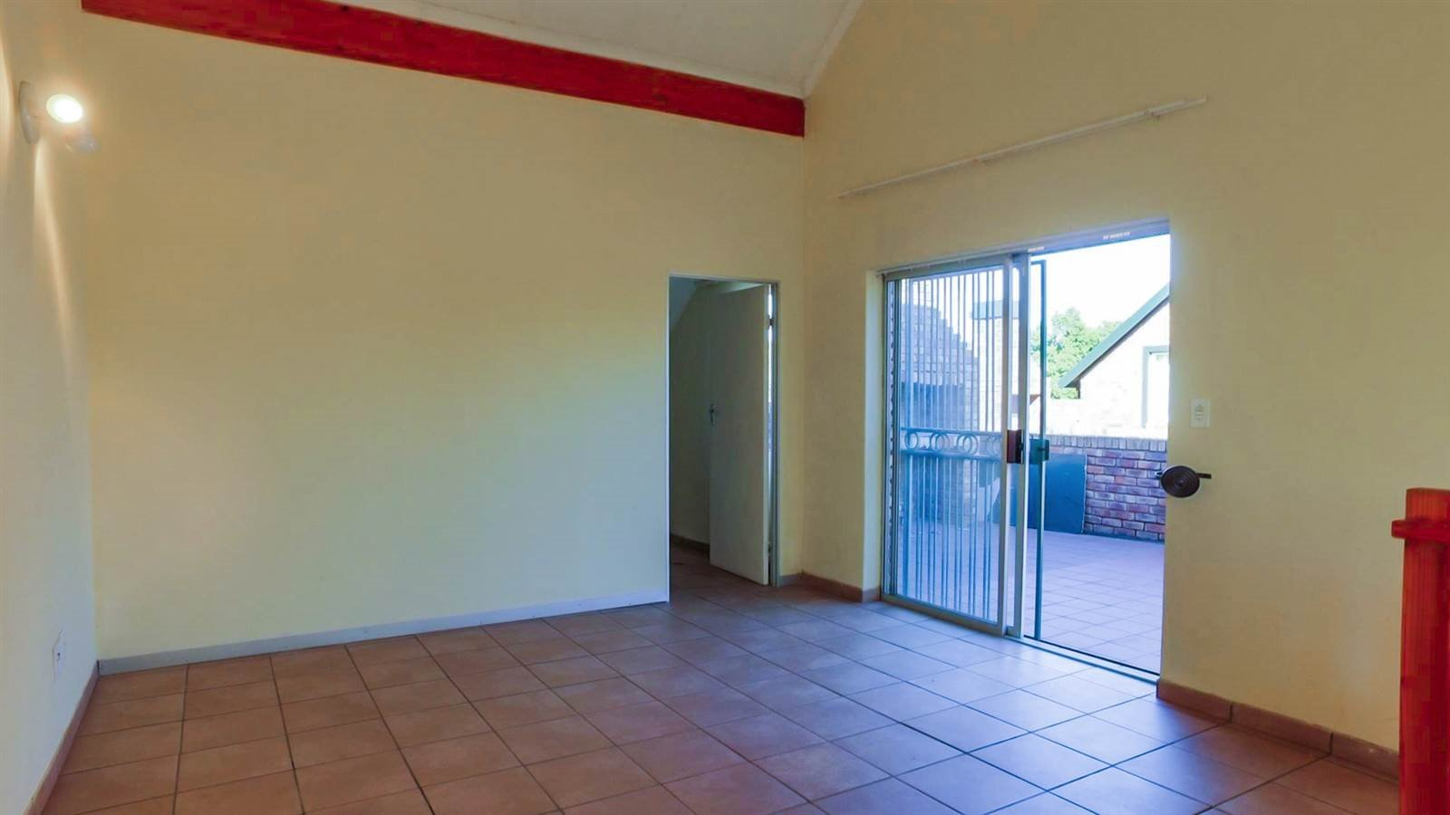 Die Hoewes property for sale. Ref No: 13397871. Picture no 20