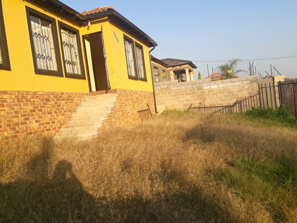 Clayville property for sale. Ref No: 13615342. Picture no 2