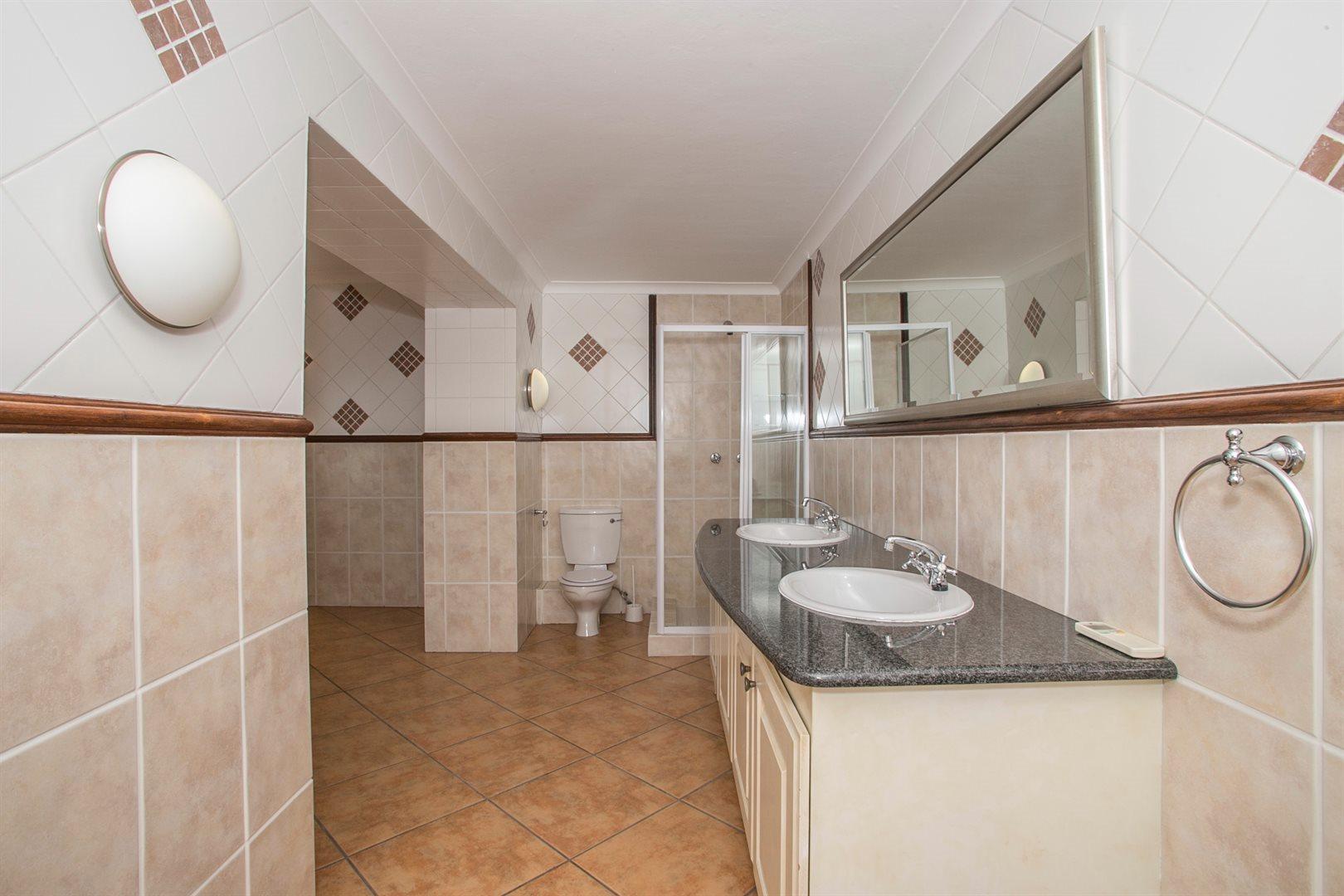Dainfern Golf Estate property for sale. Ref No: 13381182. Picture no 9