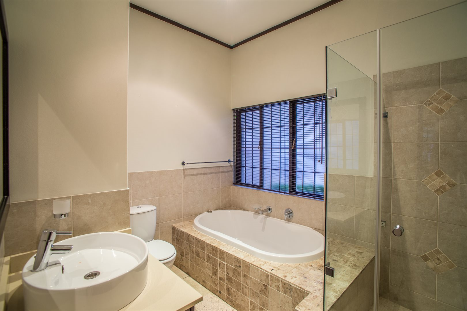 Lonehill property for sale. Ref No: 13529904. Picture no 15