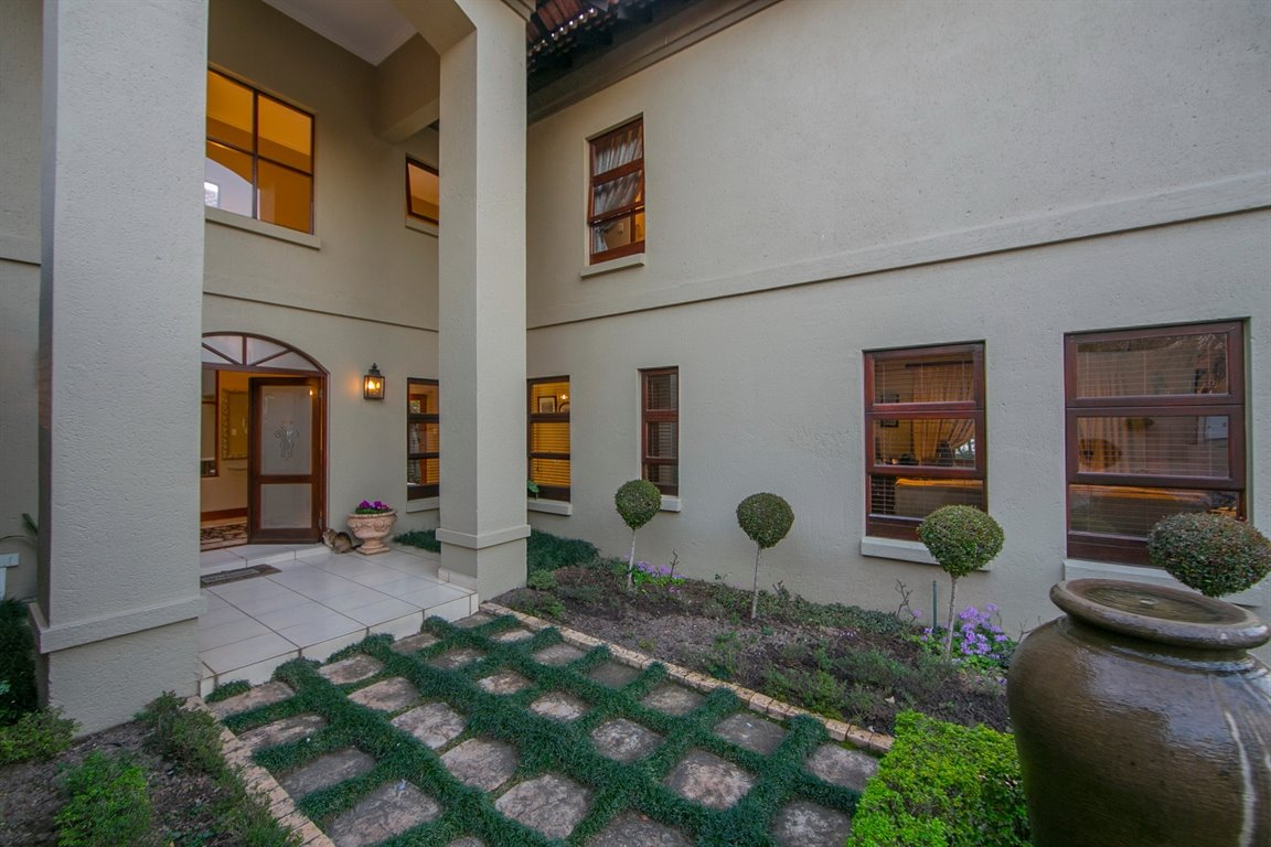 Fourways property for sale. Ref No: 13401727. Picture no 19