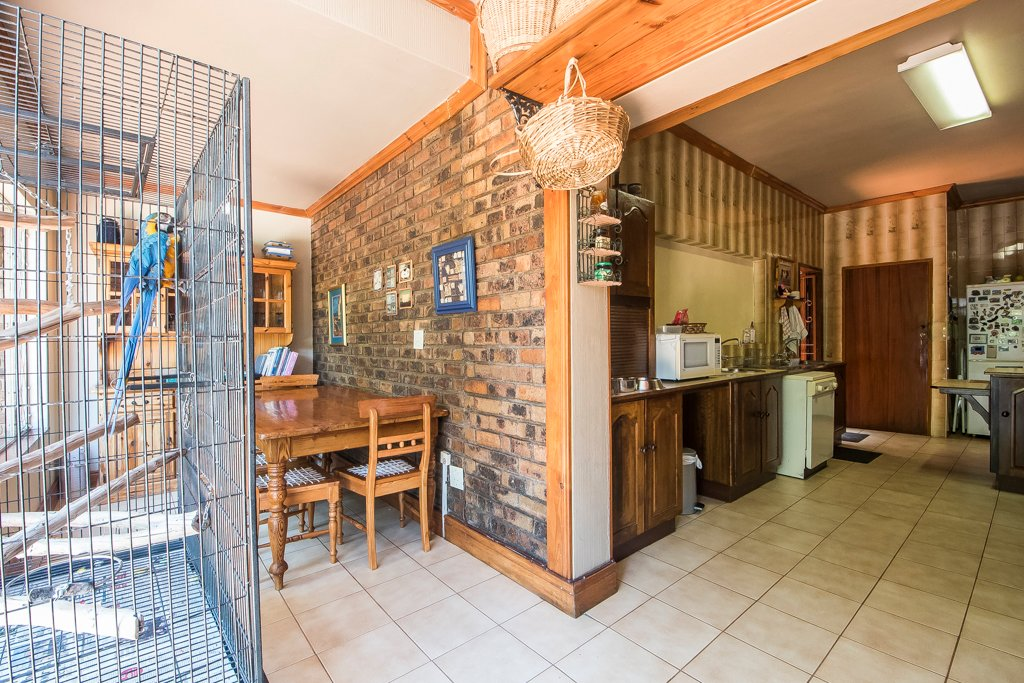 Glenvista property for sale. Ref No: 13529565. Picture no 13