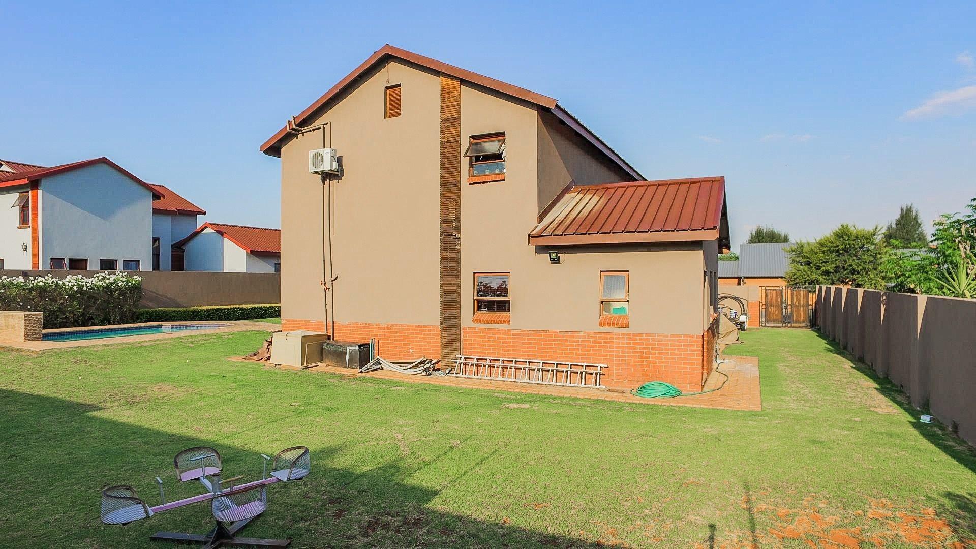 Eldo Lakes Estate property for sale. Ref No: 13574164. Picture no 29