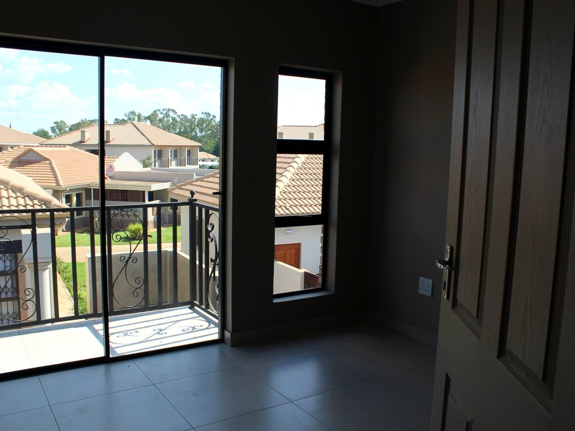 Mooivallei Park property for sale. Ref No: 13399402. Picture no 9
