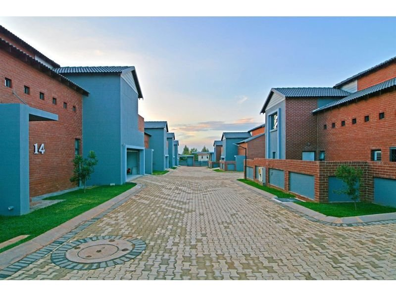 Roodepoort, Willowbrook Property    Houses To Rent Willowbrook, Willowbrook, Townhouse 3 bedrooms property to rent Price:, 17,00*