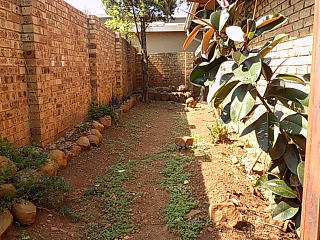 Naturena property for sale. Ref No: 13552045. Picture no 7