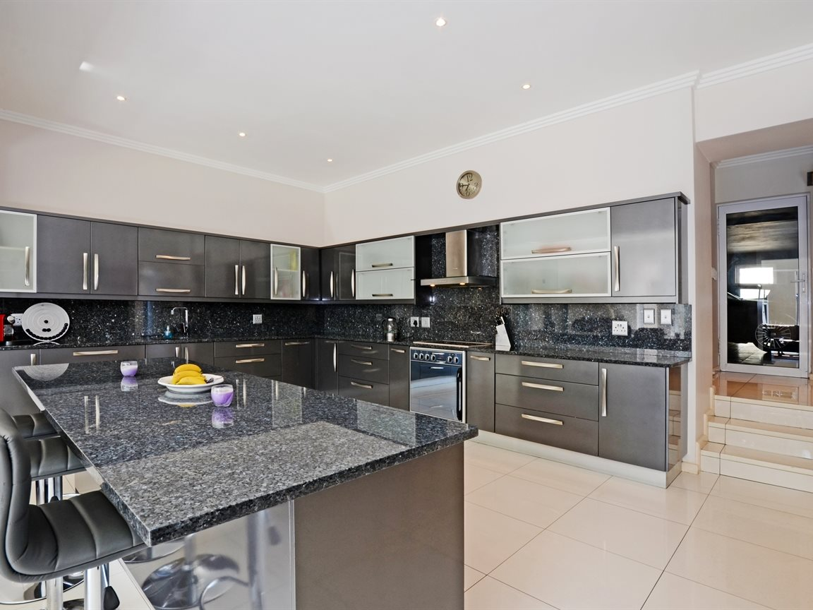 Morningside property for sale. Ref No: 13336984. Picture no 6