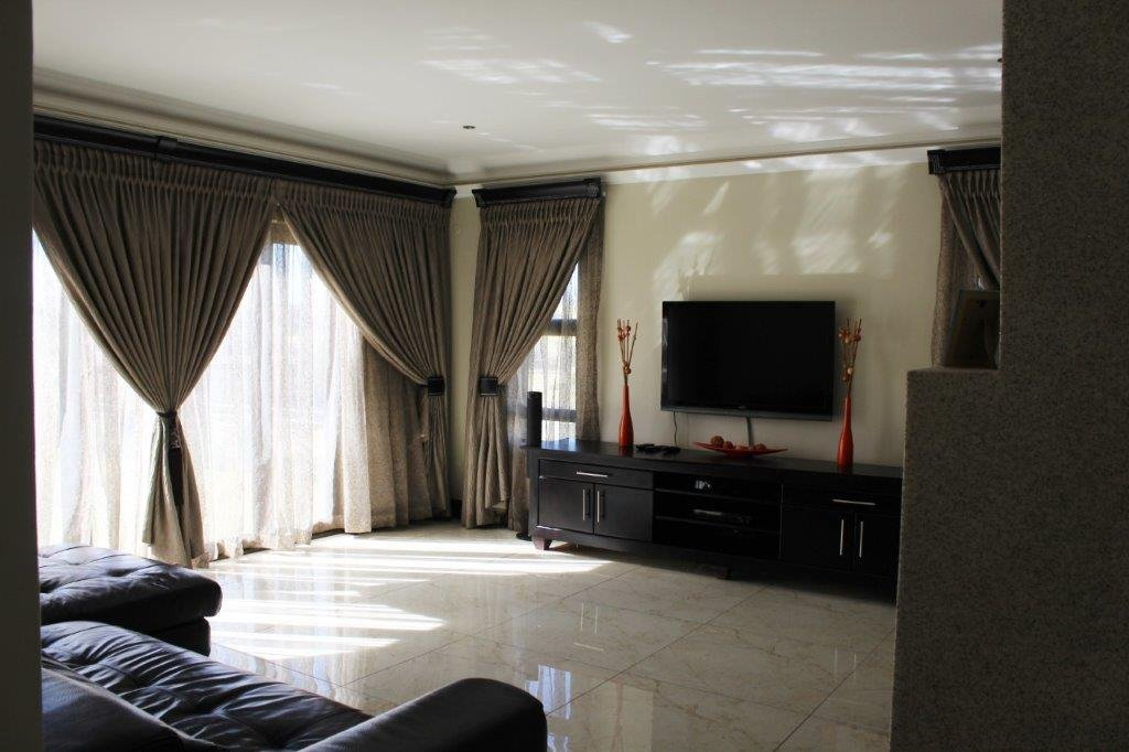 Blue Valley Golf Estate property for sale. Ref No: 13371077. Picture no 10