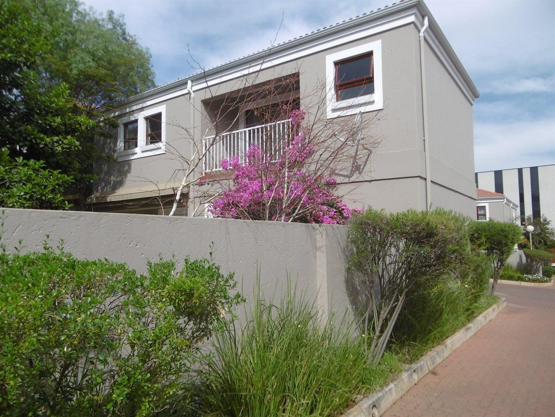 Bryanston property for sale. Ref No: 13551237. Picture no 6