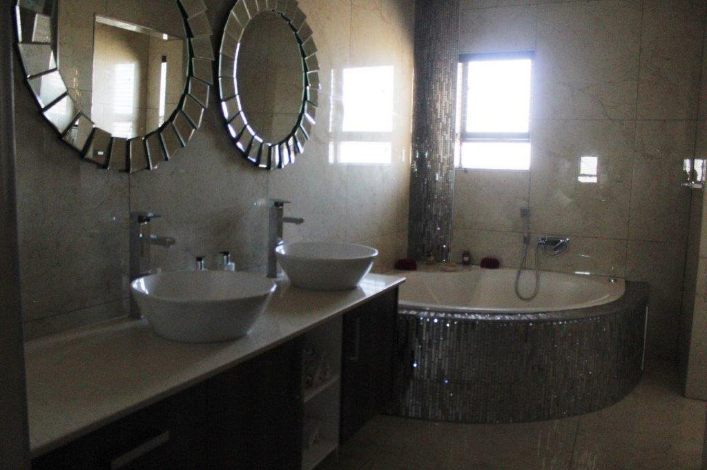 Blue Valley Golf Estate property for sale. Ref No: 13371077. Picture no 17
