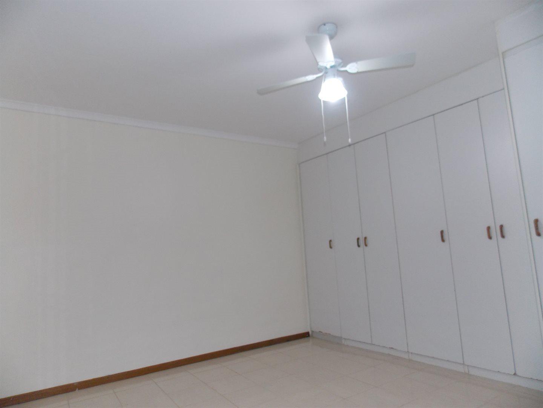 Noordsig property to rent. Ref No: 13525991. Picture no 8