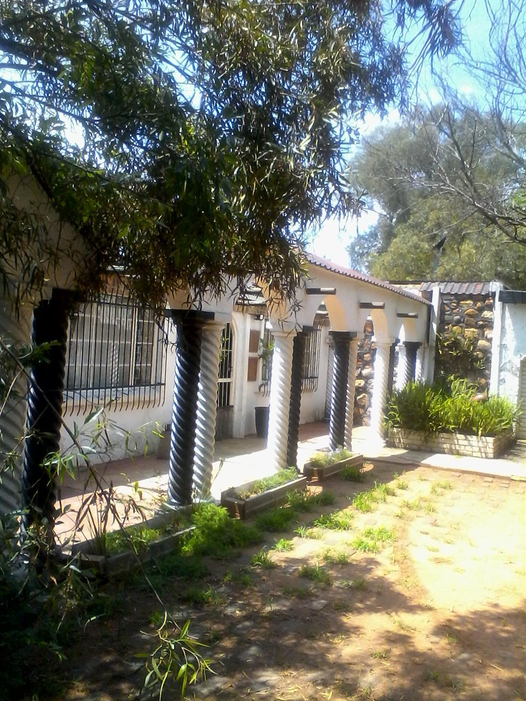 Roods Gardens property for sale. Ref No: 13462019. Picture no 5