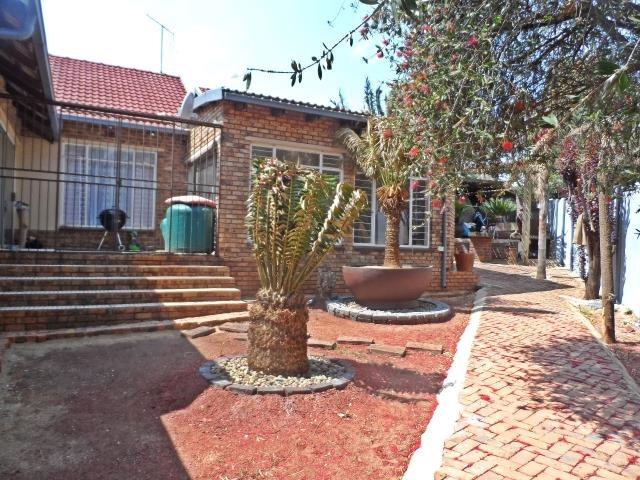 Krugersdorp, Rant En Dal Property  | Houses For Sale Rant En Dal, Rant En Dal, House 4 bedrooms property for sale Price:1,700,000