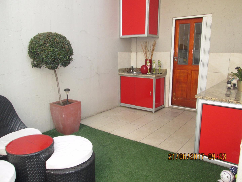 Glenvista property for sale. Ref No: 13526246. Picture no 19