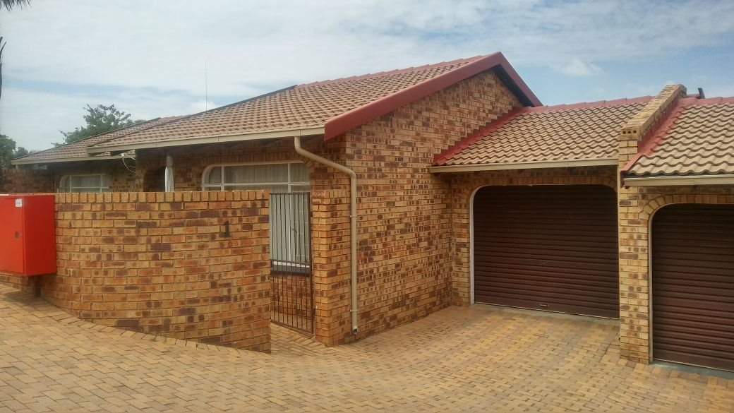 Krugersdorp, Rant En Dal Property  | Houses For Sale Rant En Dal, Rant En Dal, Townhouse 3 bedrooms property for sale Price:925,000