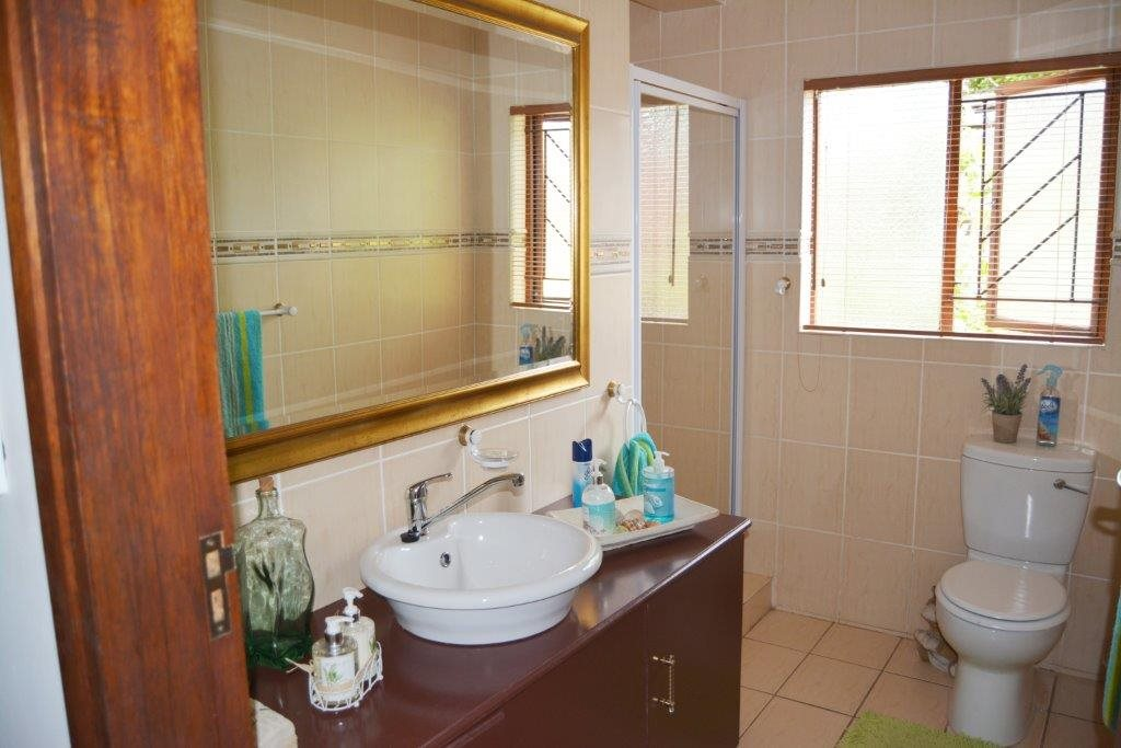 Margate property for sale. Ref No: 12779071. Picture no 13