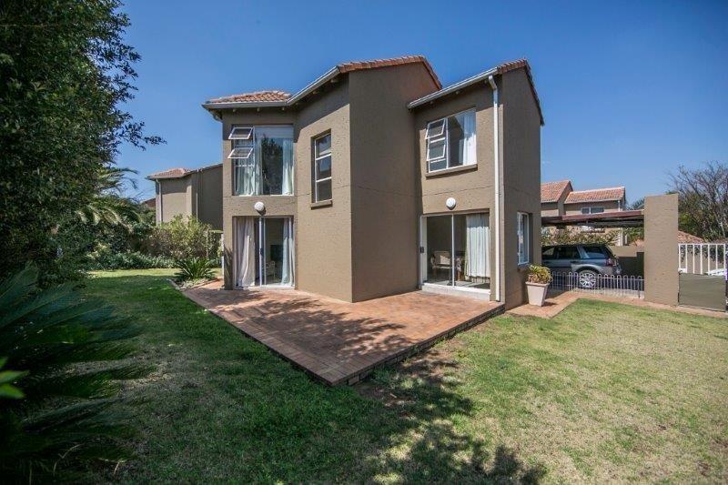 Sandton, Douglasdale Property  | Houses To Rent Douglasdale, Douglasdale, Townhouse 2 bedrooms property to rent Price:, 11,00*