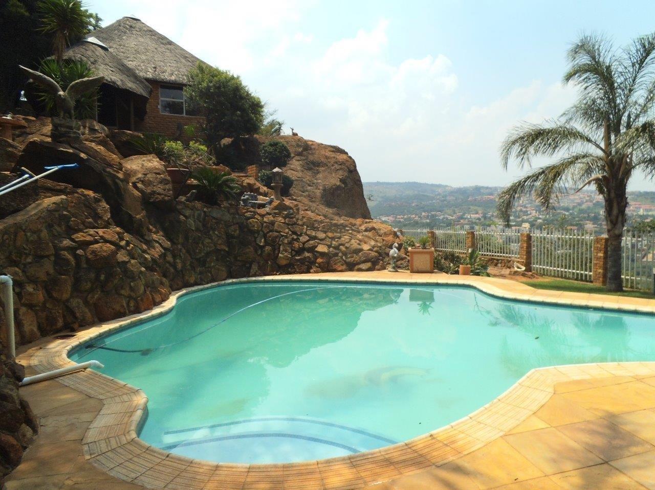 Glenvista property for sale. Ref No: 13624500. Picture no 45