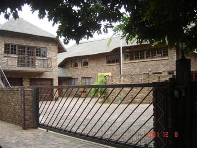 Three Rivers Proper property for sale. Ref No: 13280646. Picture no 1