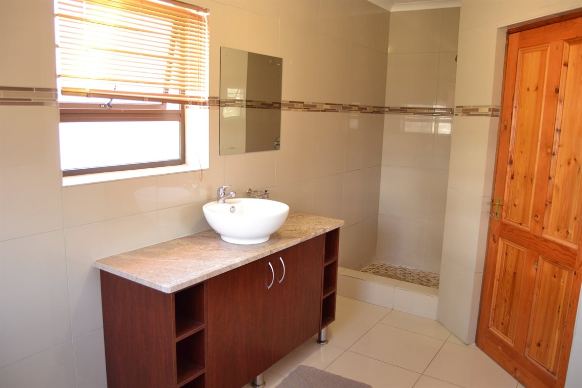 Middedorp property for sale. Ref No: 13300700. Picture no 25