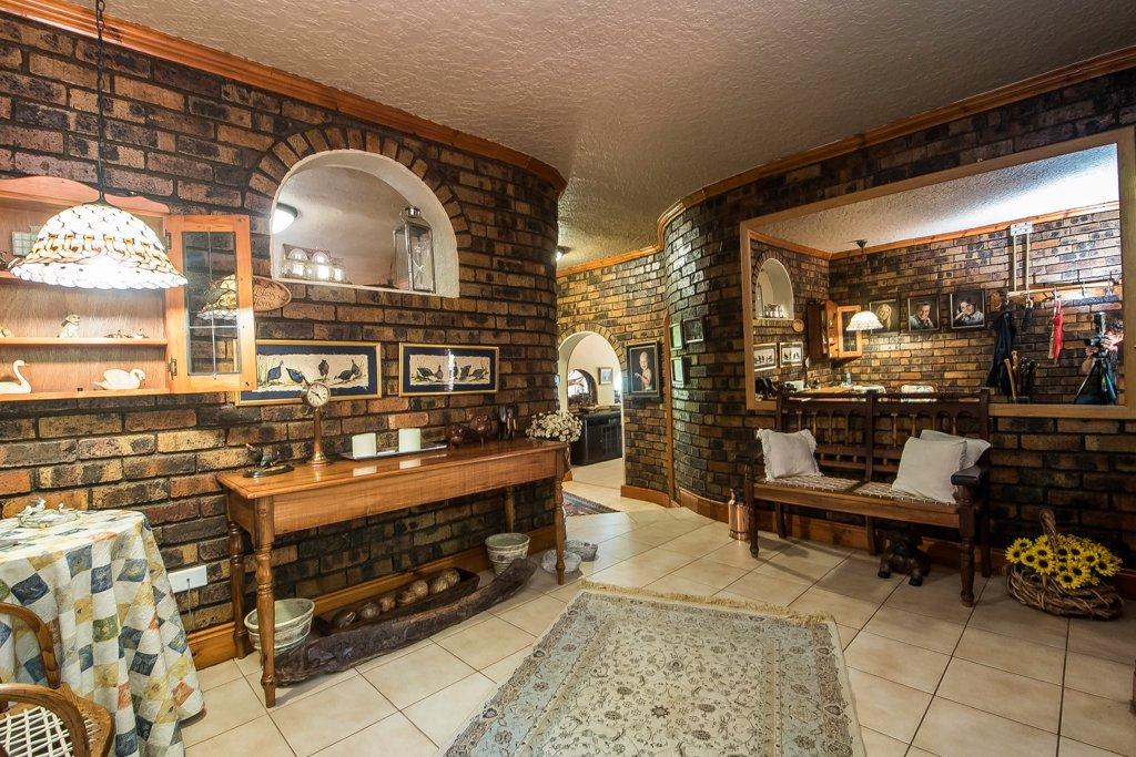 Glenvista property for sale. Ref No: 13529565. Picture no 7