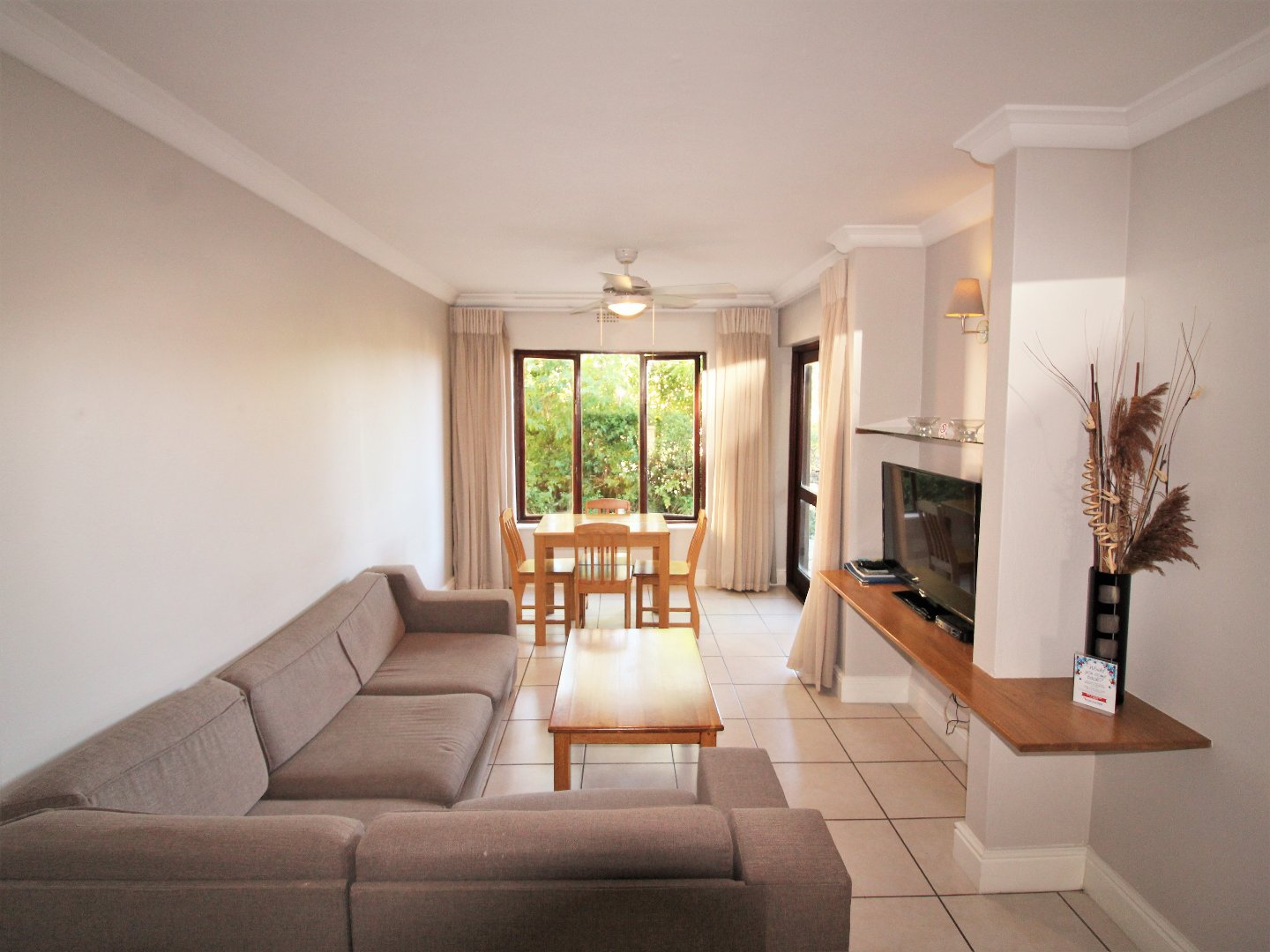 Property and Houses for sale in Castleton, Apartment, 4 Bedrooms - ZAR 2,895,000