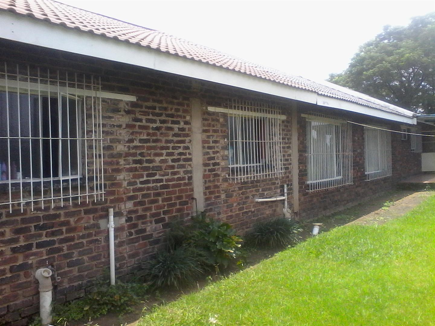 Roods Gardens property for sale. Ref No: 13462016. Picture no 11