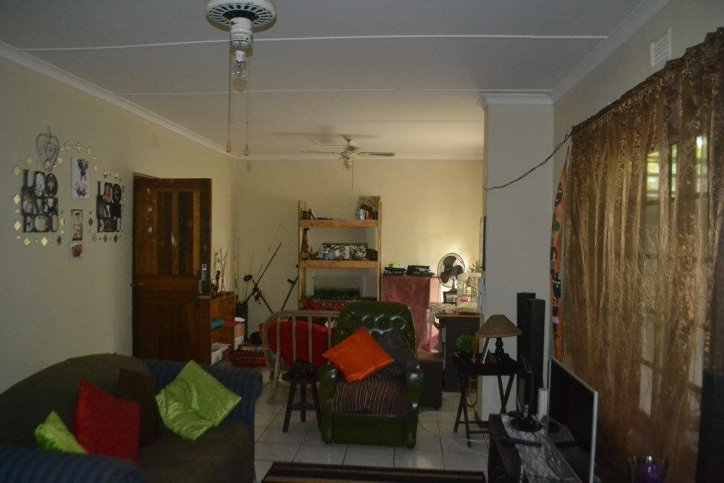 Margate property for sale. Ref No: 13400091. Picture no 5