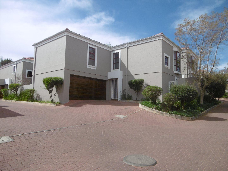 Bryanston property for sale. Ref No: 13551237. Picture no 7