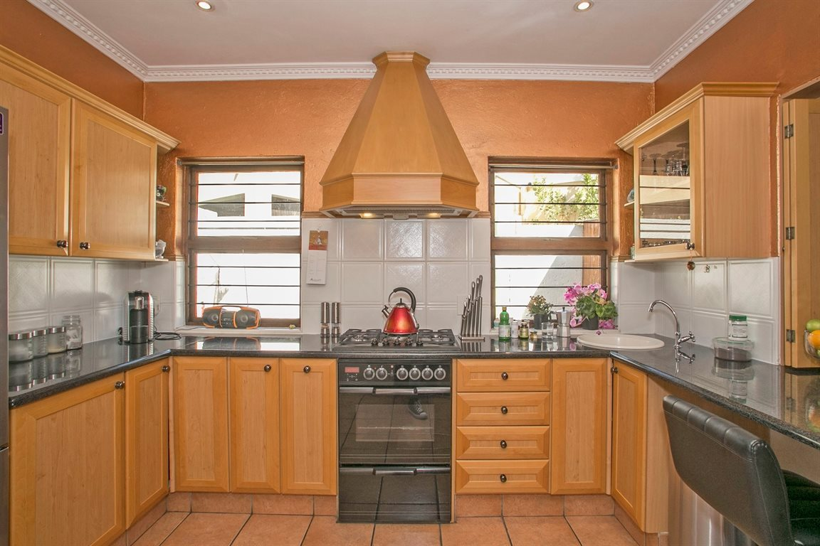 Fourways property for sale. Ref No: 13378870. Picture no 8