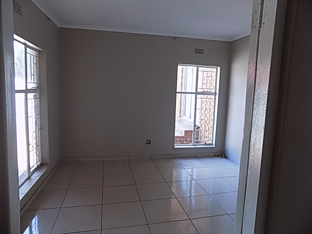 Naturena property for sale. Ref No: 13552045. Picture no 14