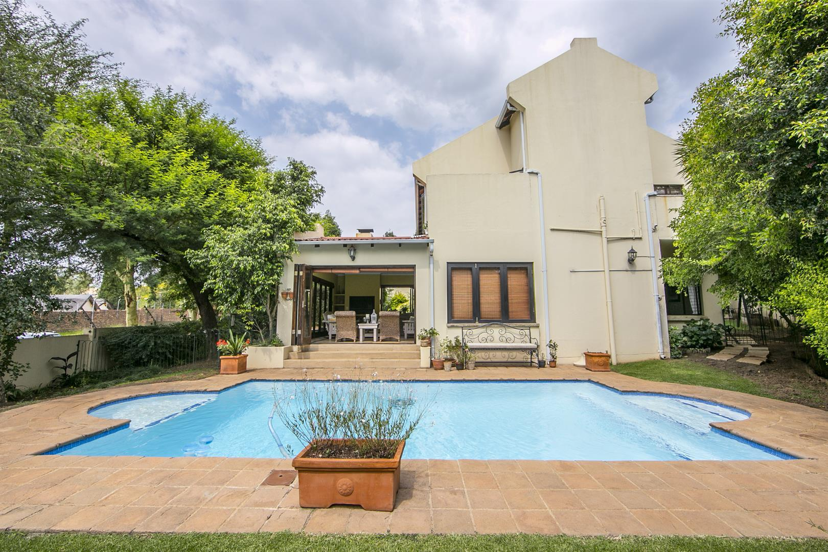 Fourways property for sale. Ref No: 13450350. Picture no 2