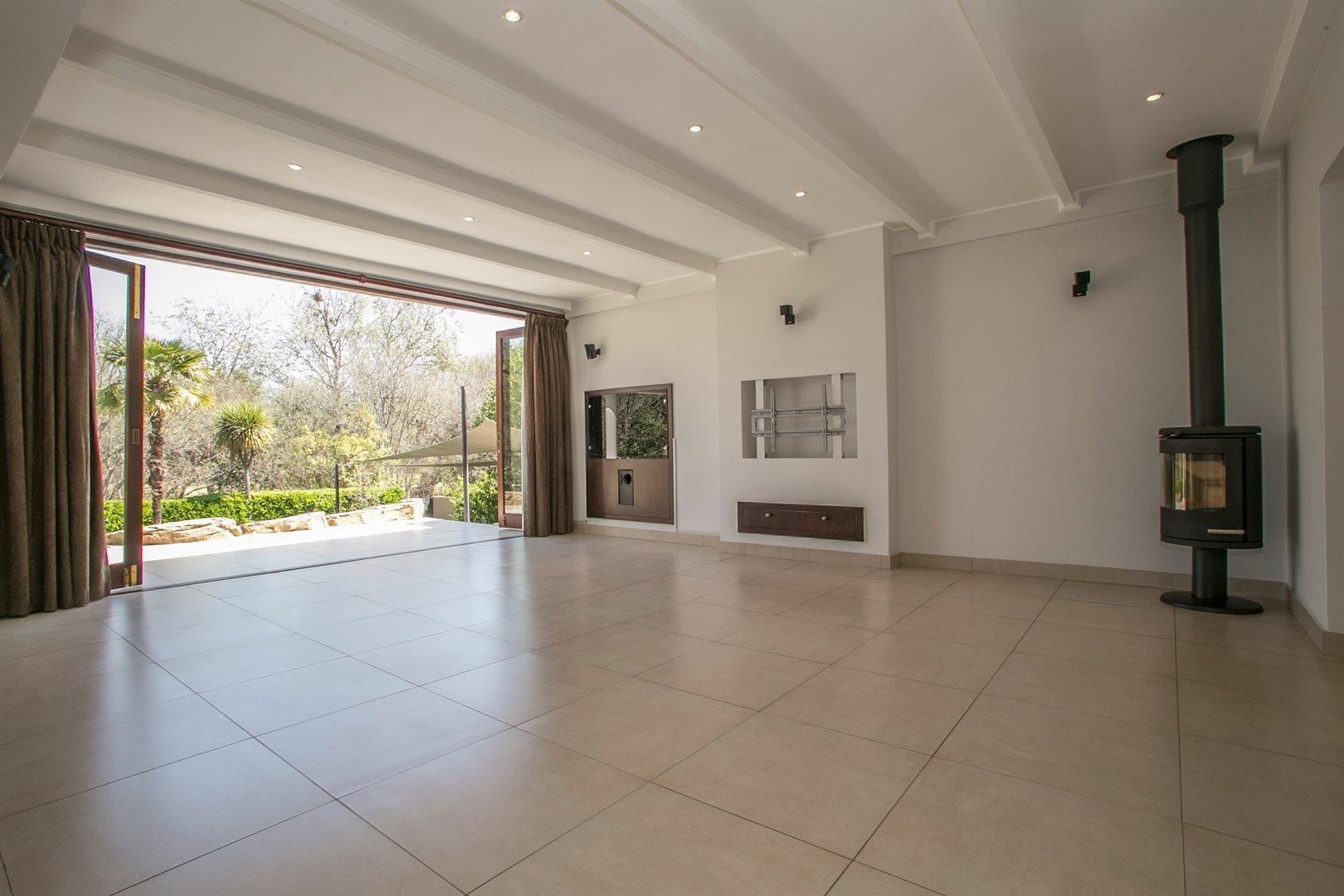 Dainfern Golf Estate property for sale. Ref No: 13381182. Picture no 5
