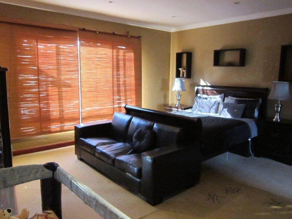Blue Valley Golf Estate property for sale. Ref No: 13345353. Picture no 12