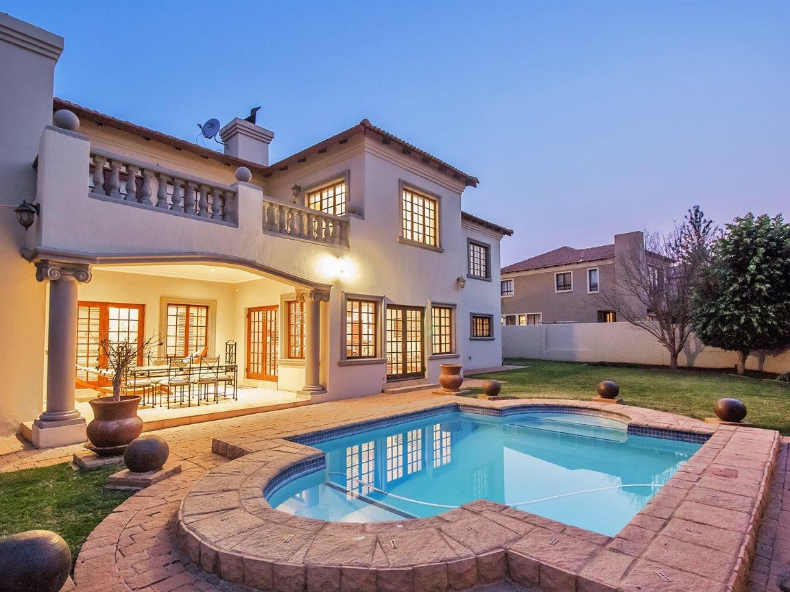 Silver Lakes Golf Estate property for sale. Ref No: 13392026. Picture no 1