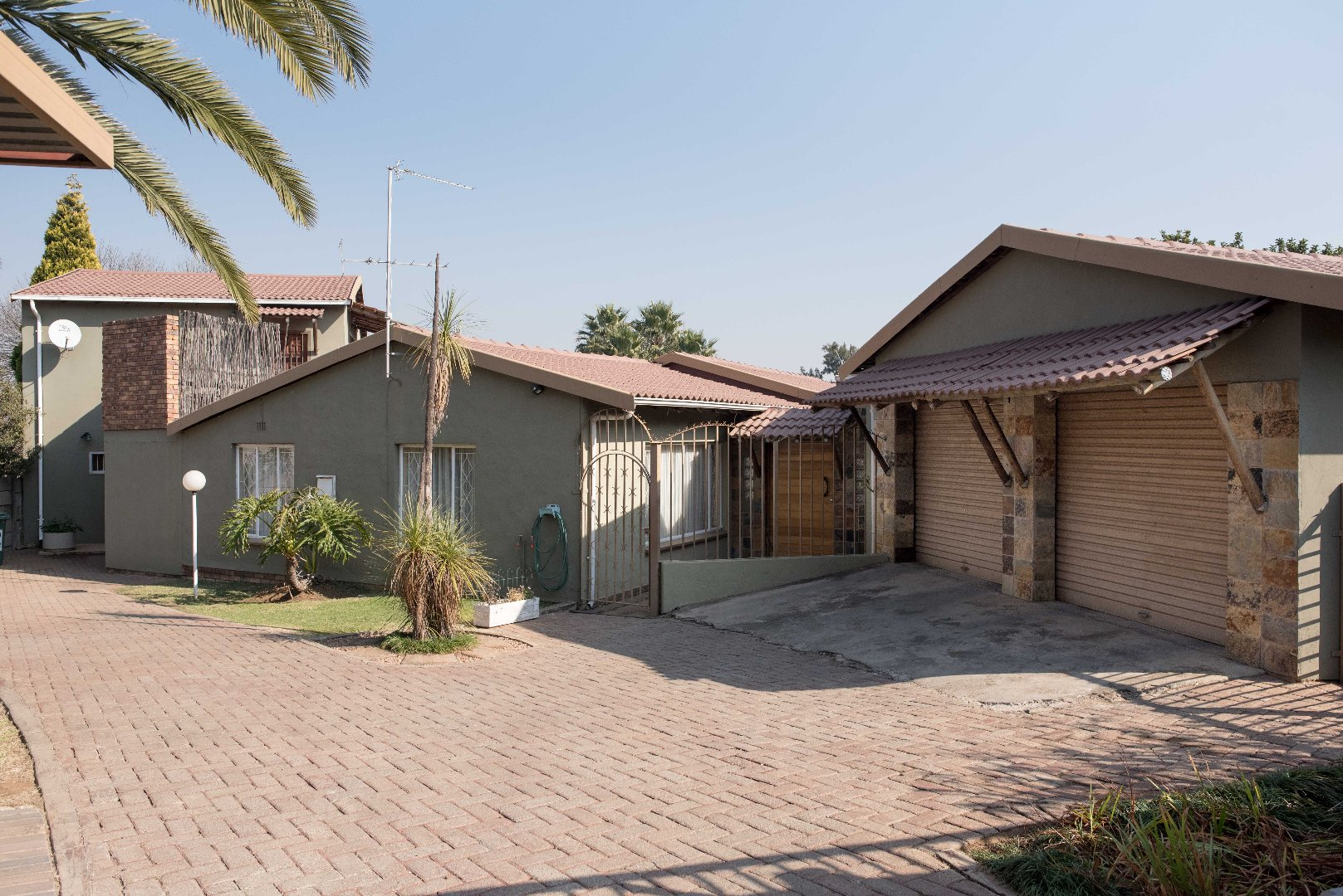 Property and Houses for sale in Brackendowns, House, 4 Bedrooms - ZAR 1,895,000