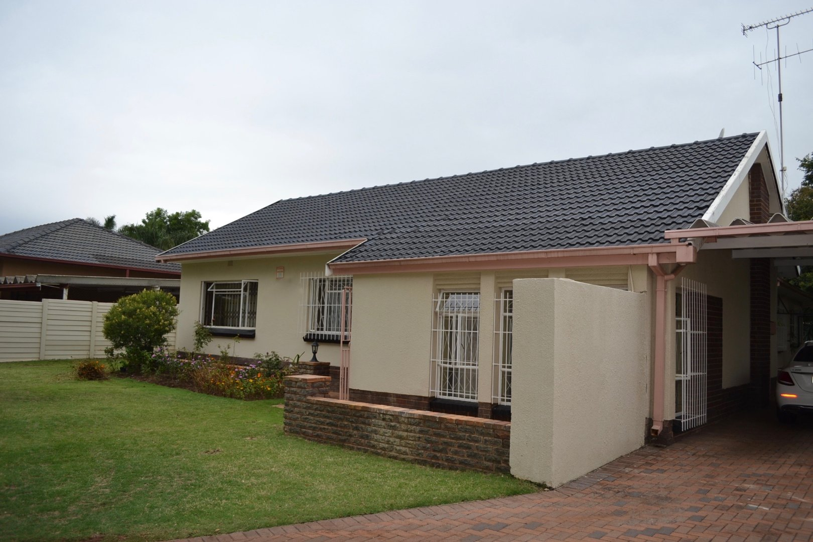 Property and Houses for sale in Queenswood, House, 4 Bedrooms - ZAR 1,650,000