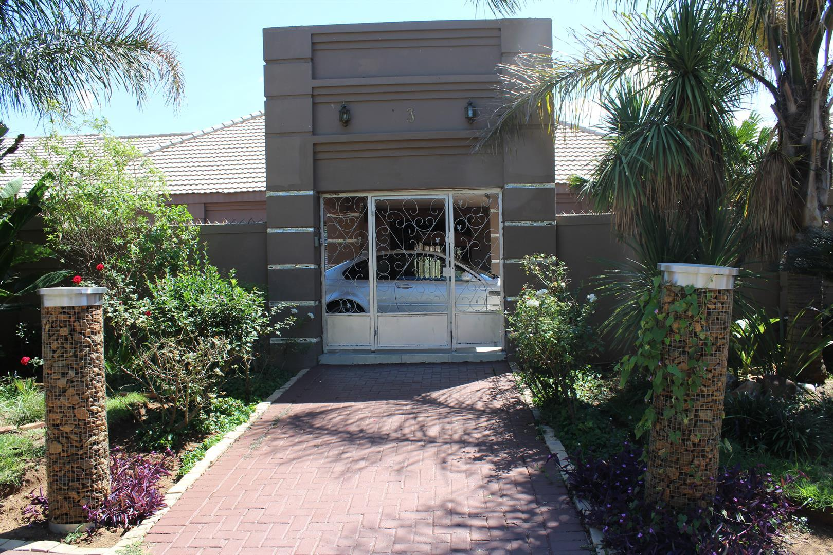 Potchefstroom, Van Der Hoff Park Property  | Houses For Sale Van Der Hoff Park, Van Der Hoff Park, House 5 bedrooms property for sale Price:3,800,000