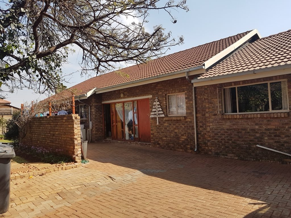 Property and Houses for sale in Karenpark, House, 3 Bedrooms - ZAR 1,458,000