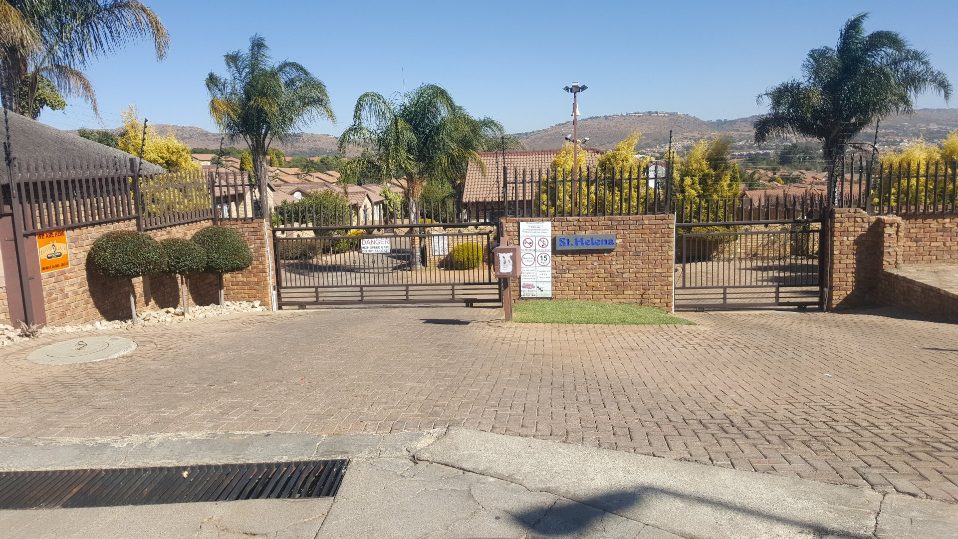 Roodepoort, Honeydew Manor Property  | Houses For Sale Honeydew Manor, Honeydew Manor, Townhouse 3 bedrooms property for sale Price:1,250,000