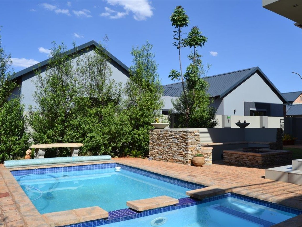 Midstream Hill property for sale. Ref No: 13395538. Picture no 2