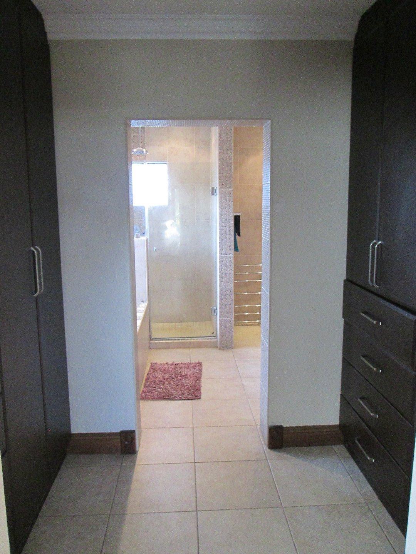 Glenvista property to rent. Ref No: 13552423. Picture no 5