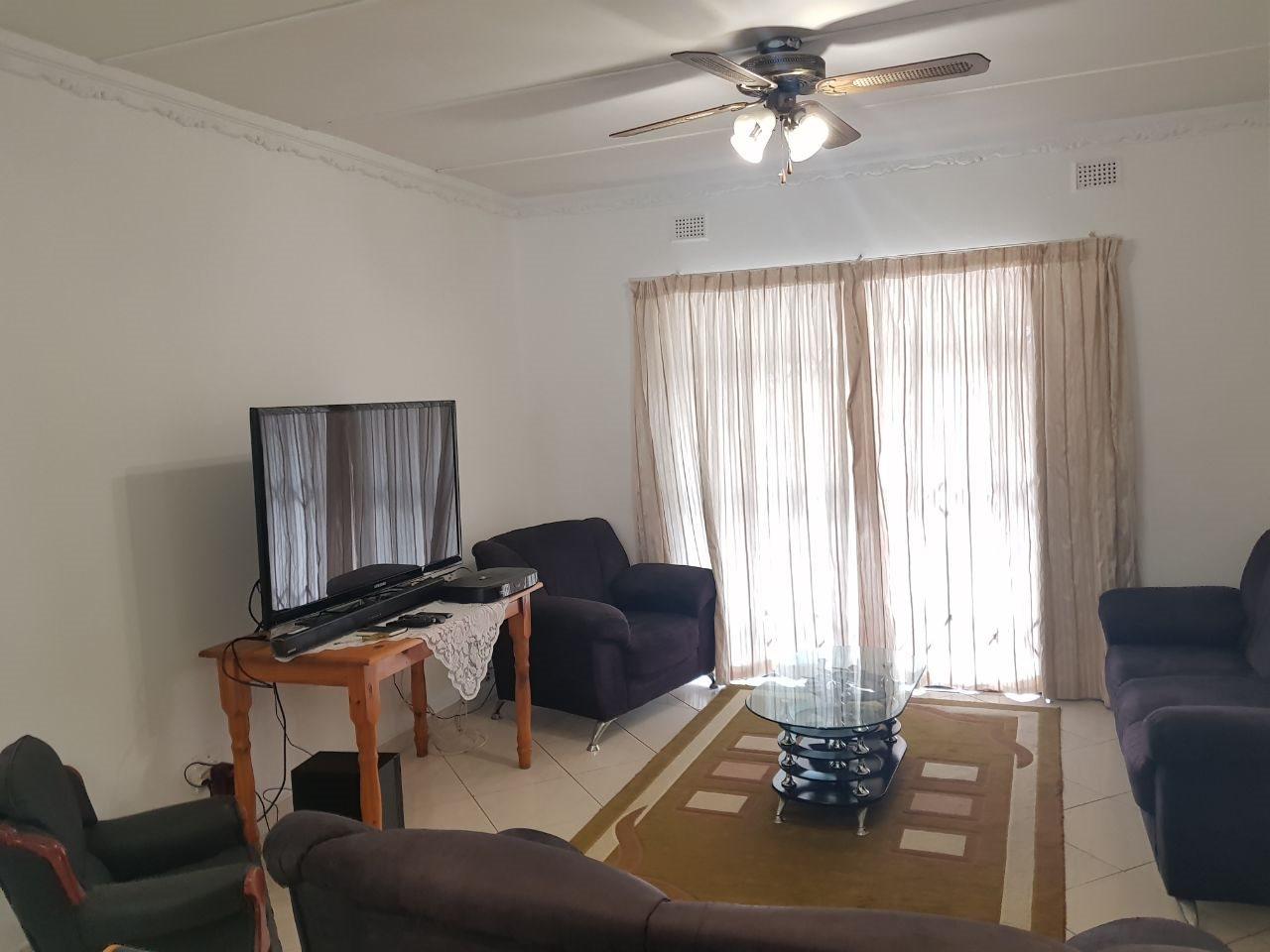 Brackenham property for sale. Ref No: 13590945. Picture no 8