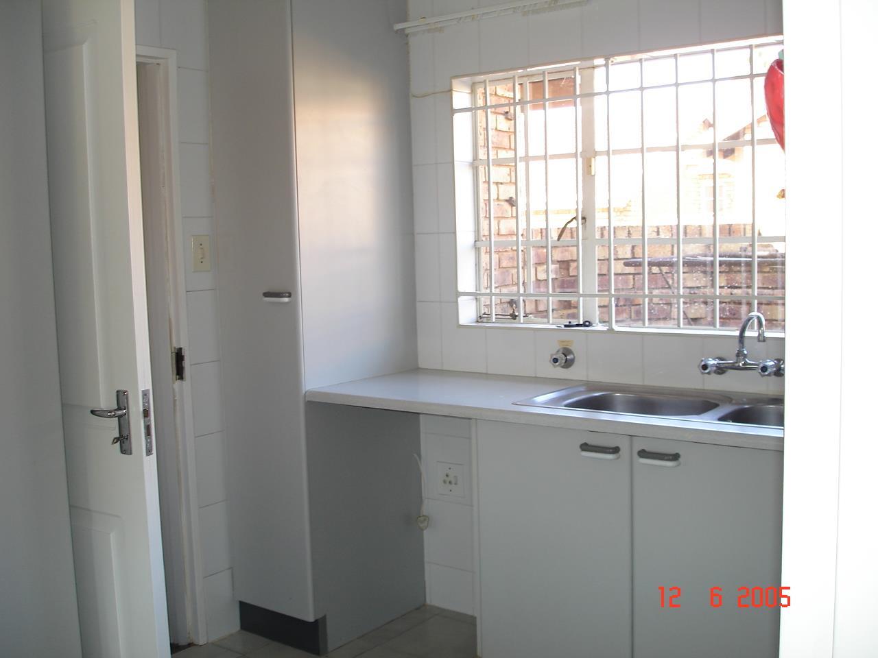 Glenvista property for sale. Ref No: 13525347. Picture no 4