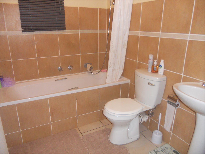 Brackenham property to rent. Ref No: 13516888. Picture no 8