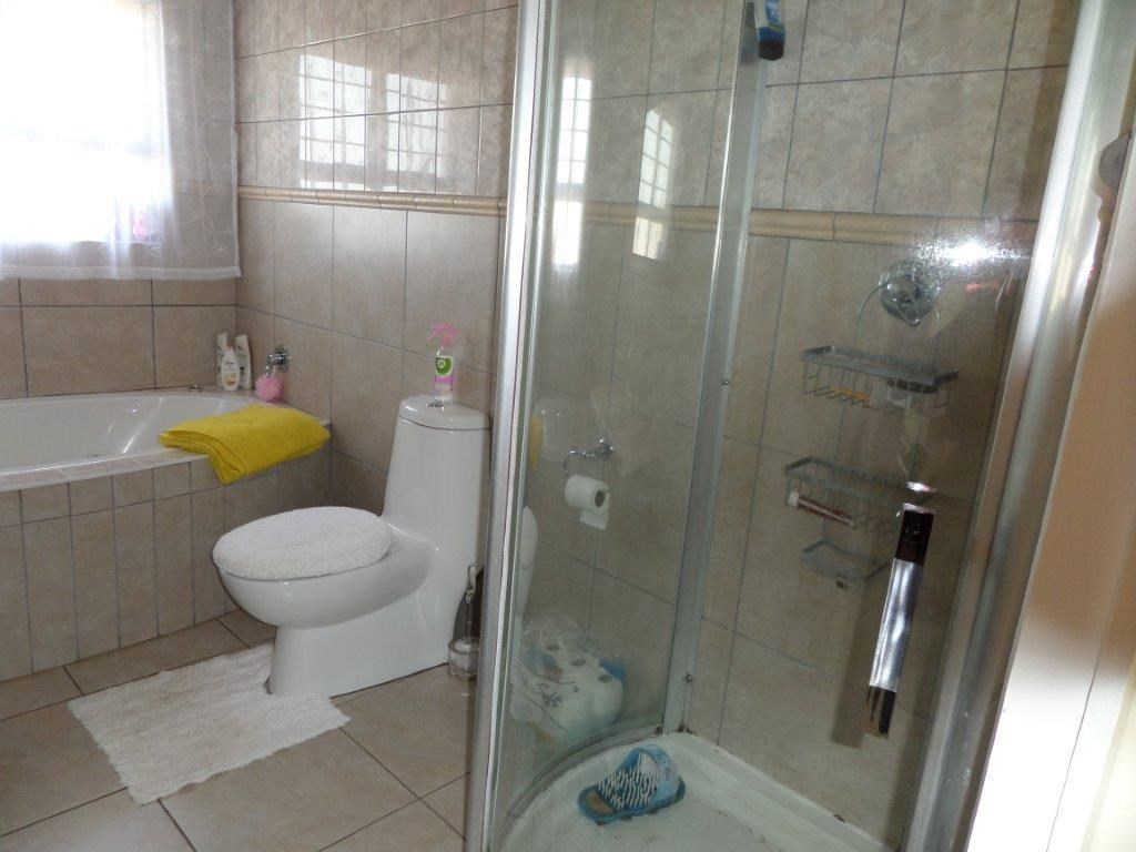 Southport property for sale. Ref No: 12739868. Picture no 18