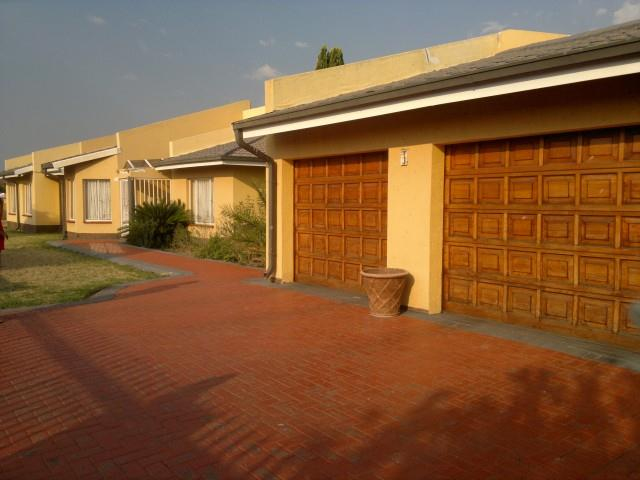 Falcon Ridge property for sale. Ref No: 13316587. Picture no 1