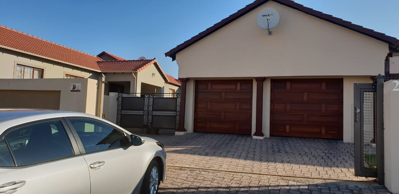 Centurion, Thatchfield Hills Property  | Houses For Sale Thatchfield Hills, Thatchfield Hills, House 3 bedrooms property for sale Price:1,930,000